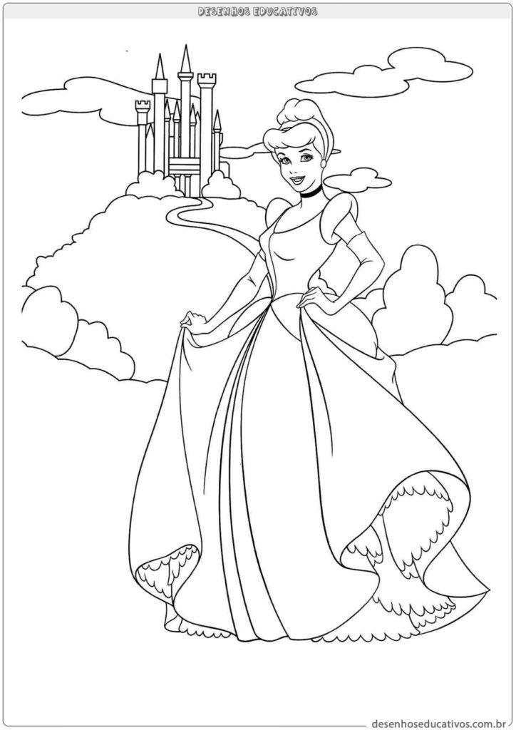 Cinderela em frente ao castelo