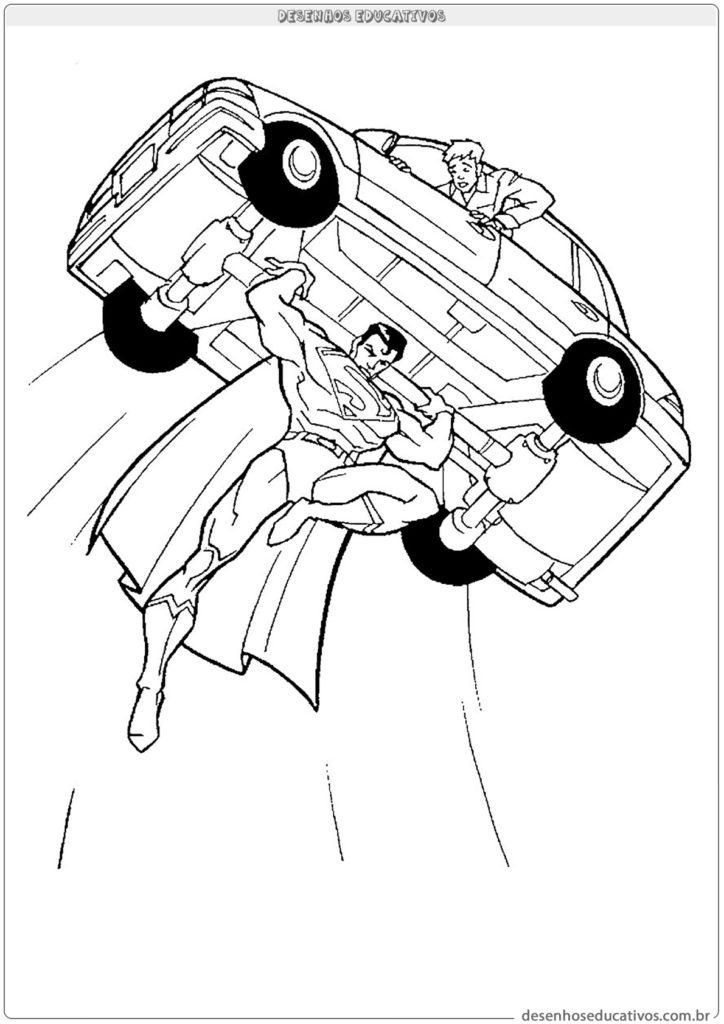 Superman levantando um carro